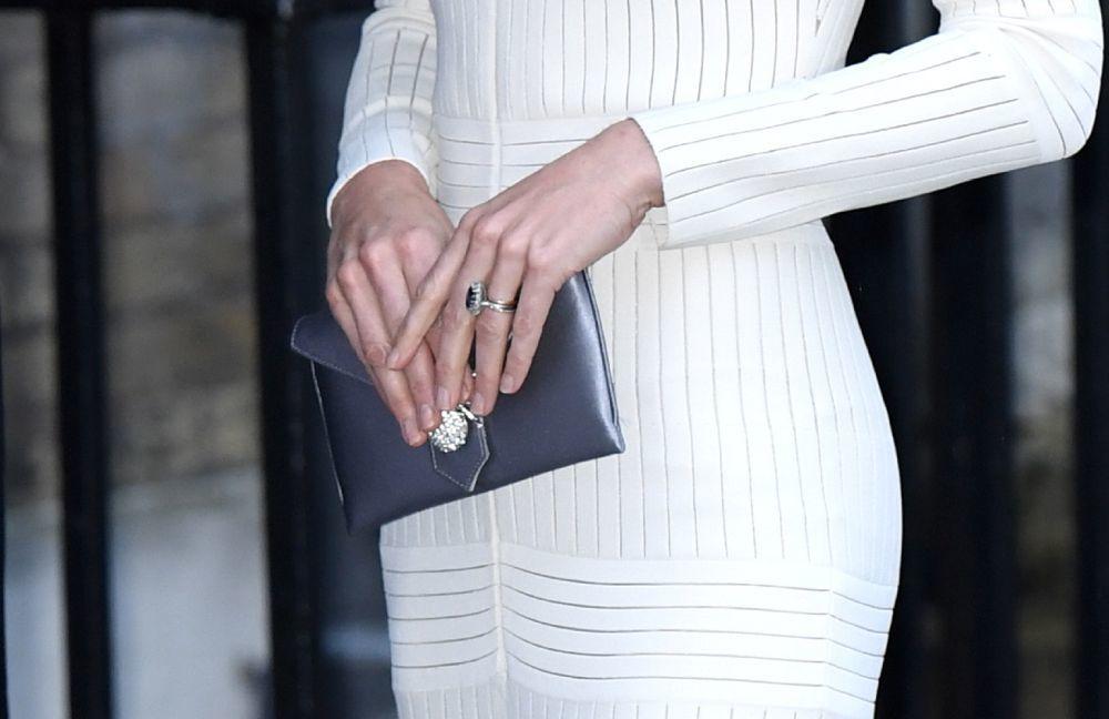 Kate Middleton también es fan de llevar las uñas desnudas pero muy...