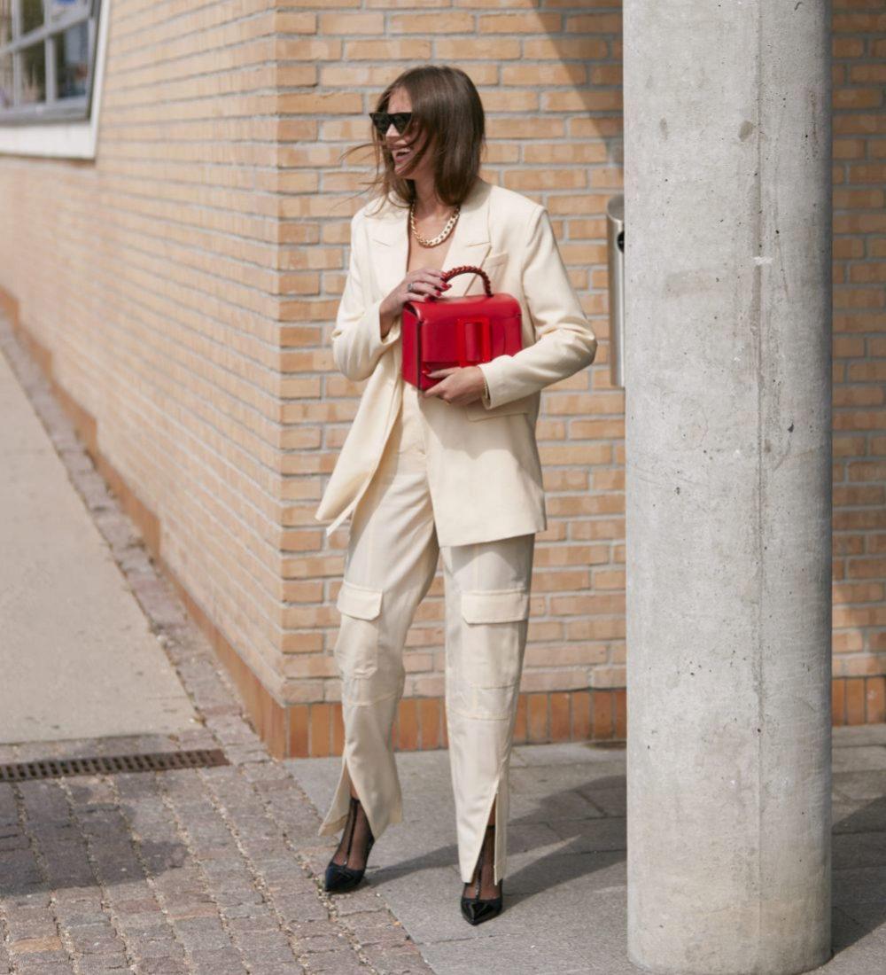 Los colores vivos, protagonistas del street style para complementar...