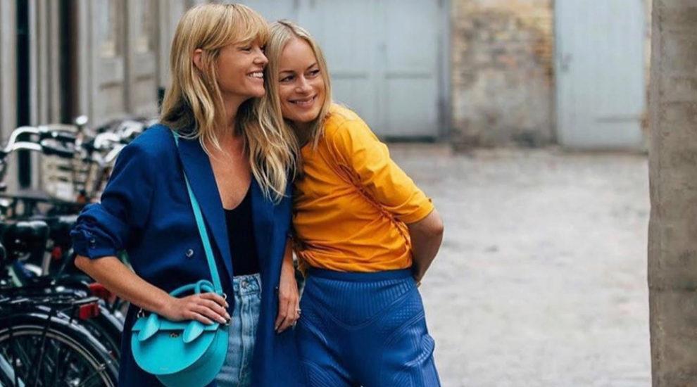 Jeanette Madsen y Thora Valdimars posando con looks otoñales