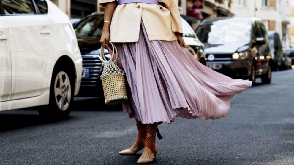 Así se lleva la falda plisada en versión otoño.