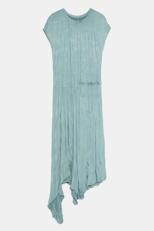 Vestido efecto arrugado largo de Zara