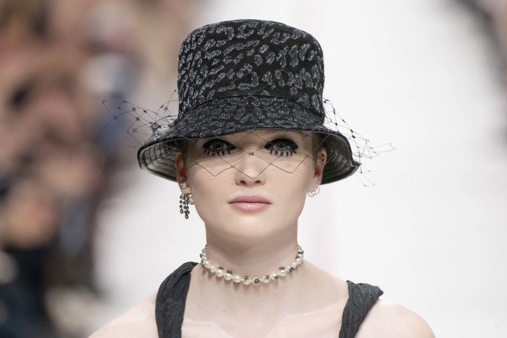 La modelo Ruth Bell en el desfile de Dior para este otoño invierno...