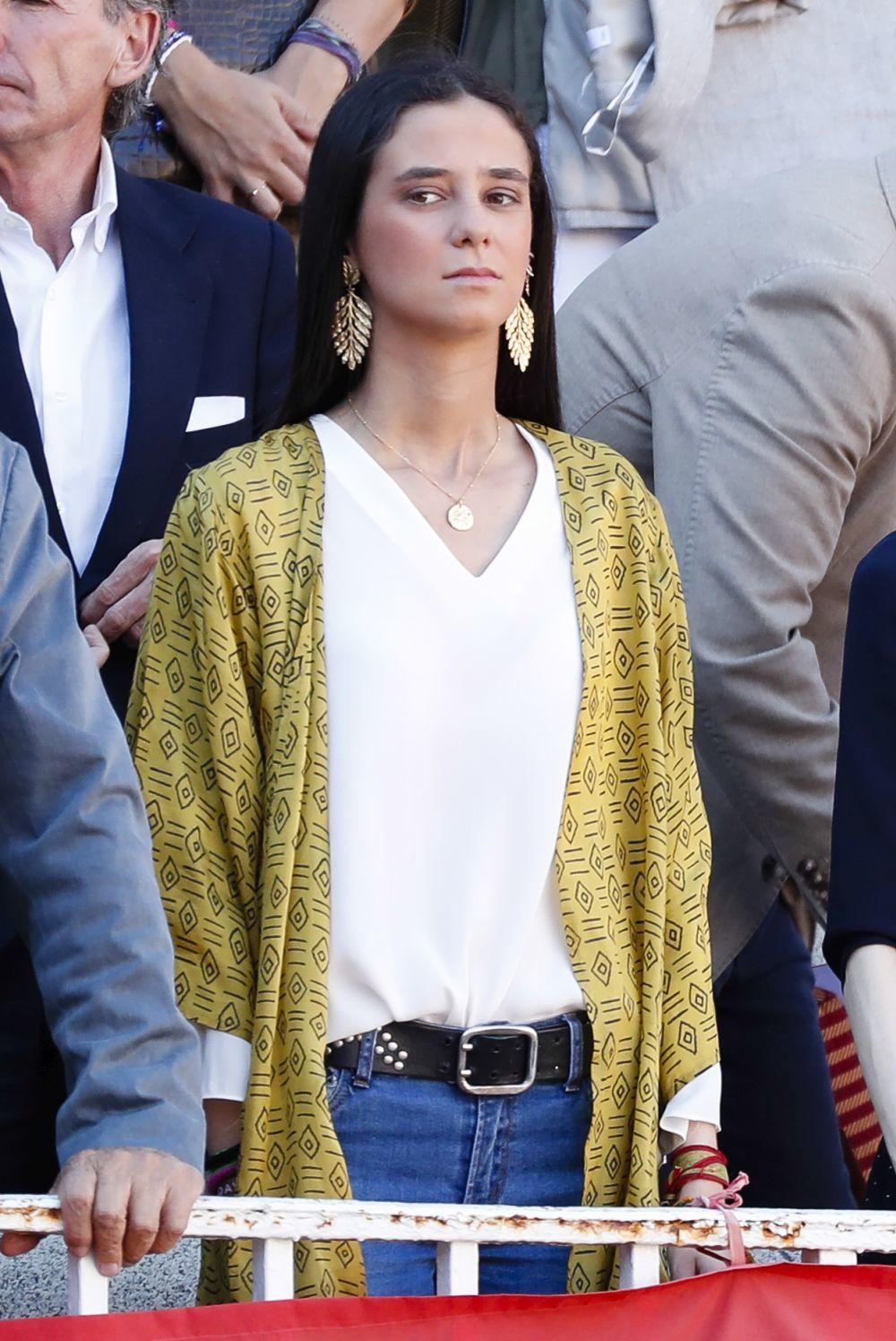 Victoria Federica con pendientes dorados.