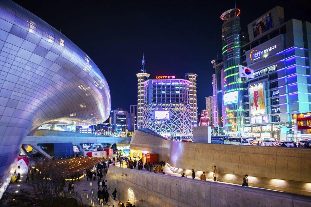 En la imagen, los alrededores del impresionante centro cultural...