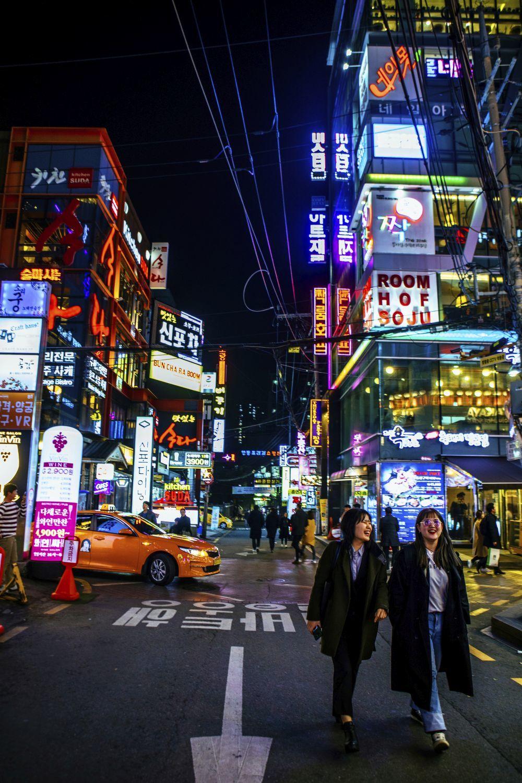 En Gangnam se encuentran las tiendas más exclusivas, los cafés y...
