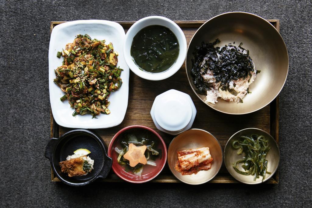 Los coreanos también tapean. Es muy habitual que los almuerzos y...