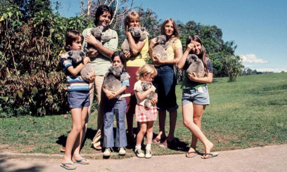 Paul McCartney con Linda y su fu familia rodeados de koalas.