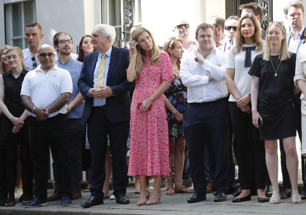 Carrie Symonds durante el nombramiento de Boris Johnson