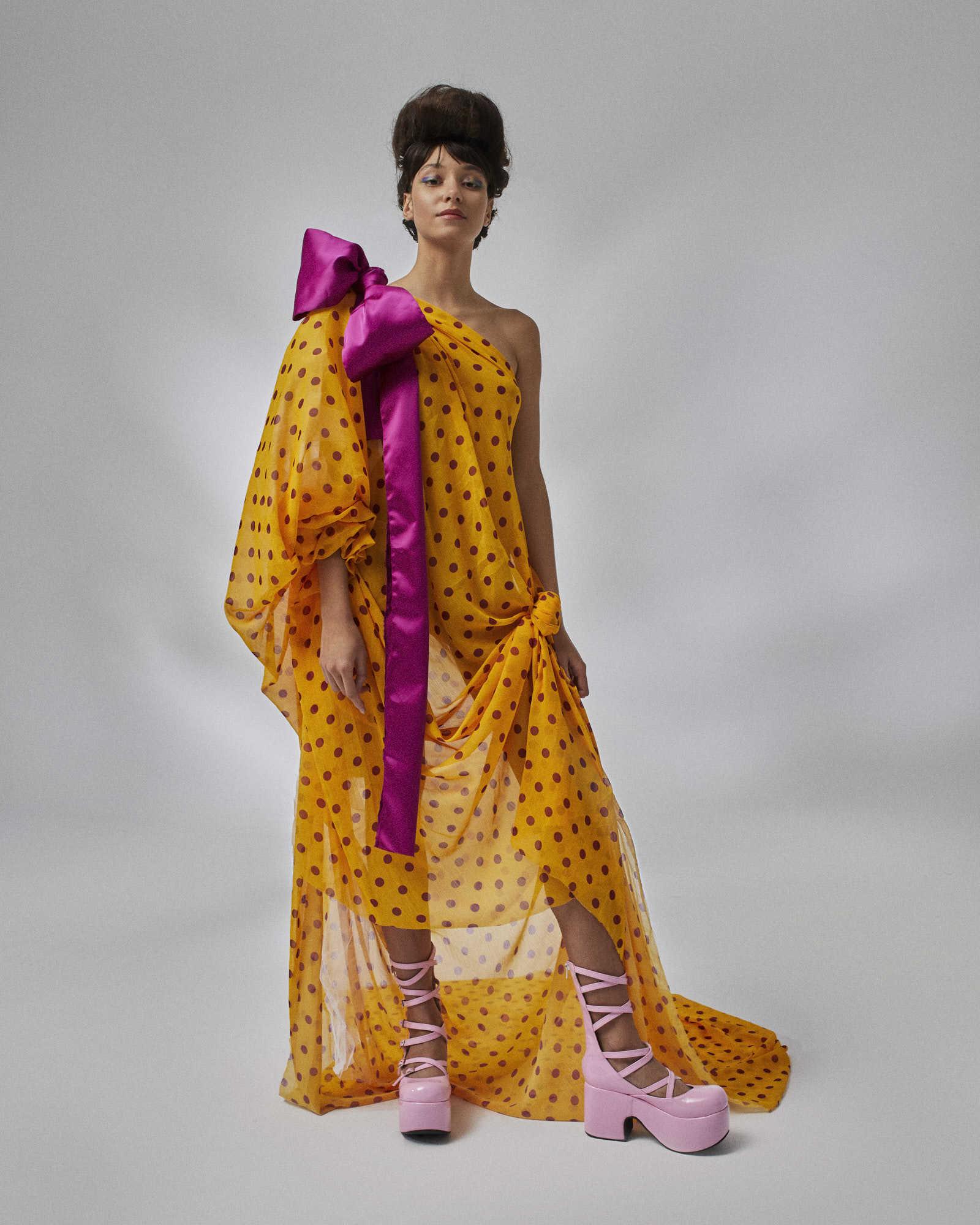 La fantasía y el mix de tejidos y volúmenes caracteriza las...