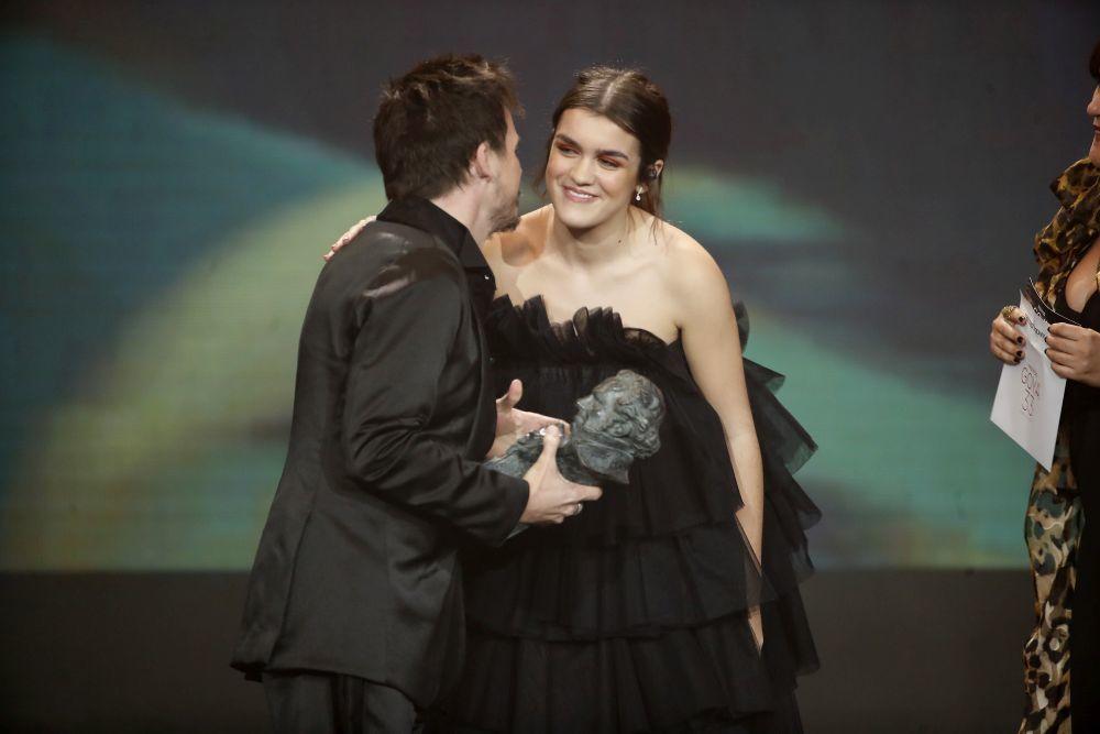 La cantante Amaia en los Goya con un vestido de Célia Valverde.