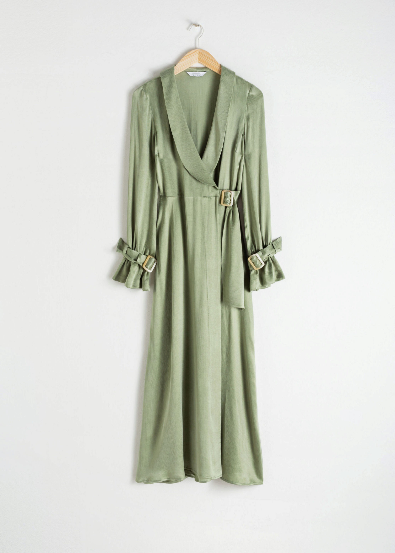 Vestido largo satinado tipo gabardina de & Other Stories (99¤)