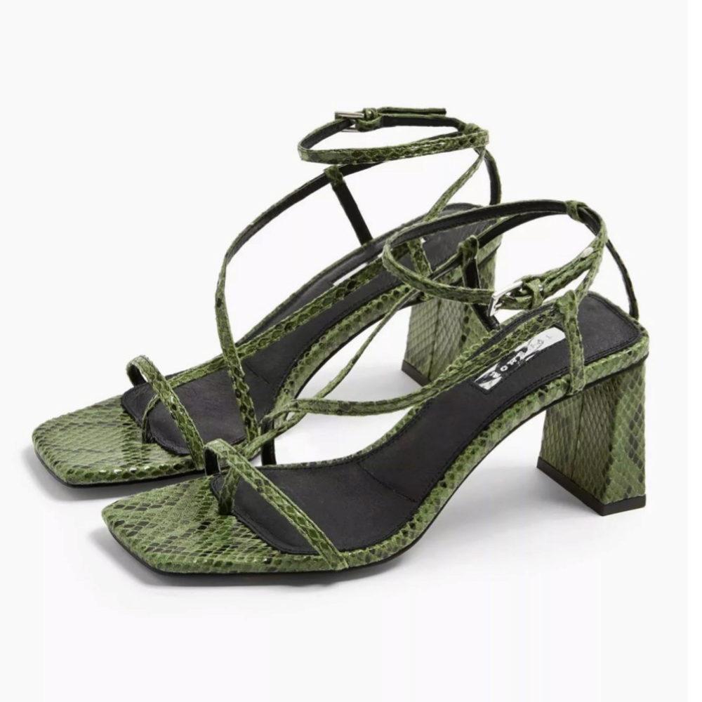 Sandalias de estampado de serpiente, de Topshop (64 euros).