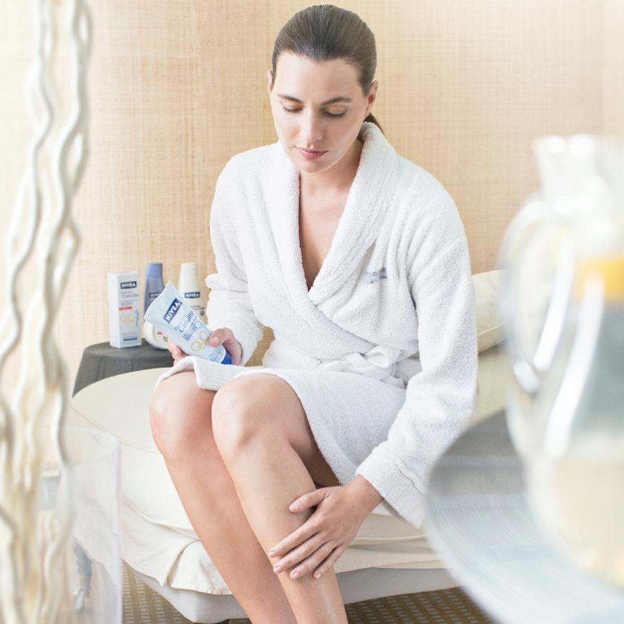 Si sientes las piernas cansadas un masaje drenante puede venirte bien.