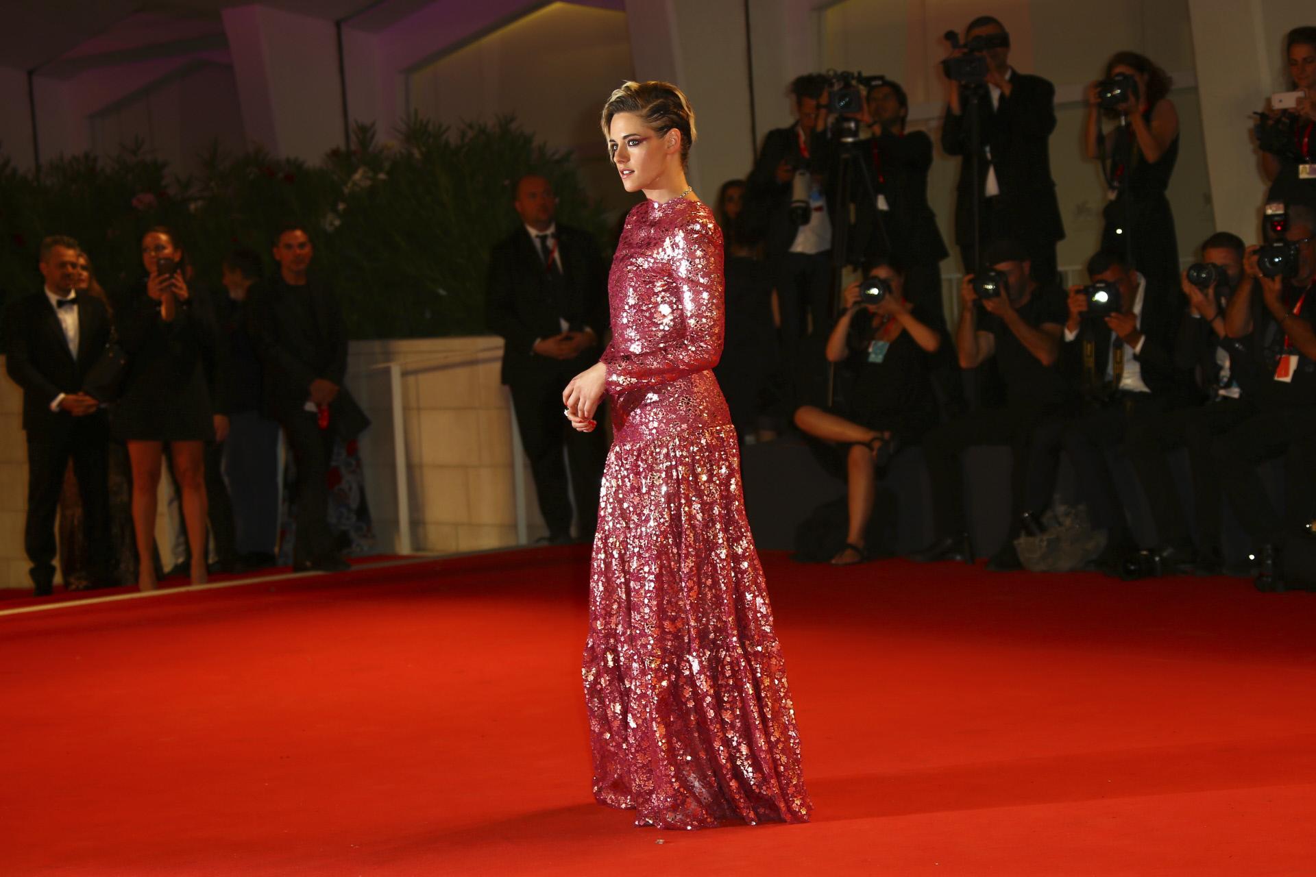 Kristen lució un espectacular vestido de Chanel.
