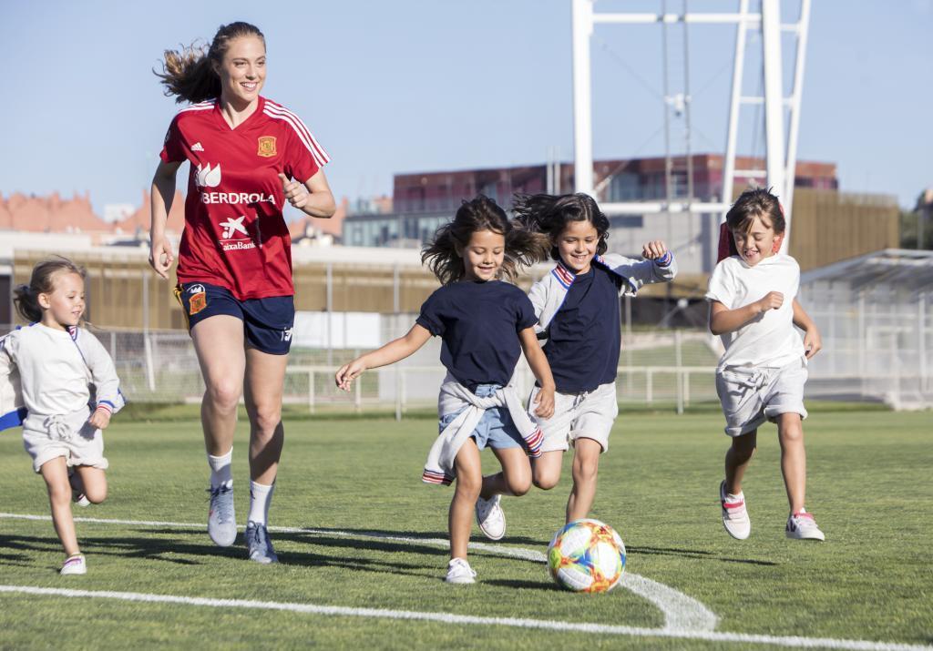 Celia Jiménez con su equipación de la Selección en la Ciudad del...