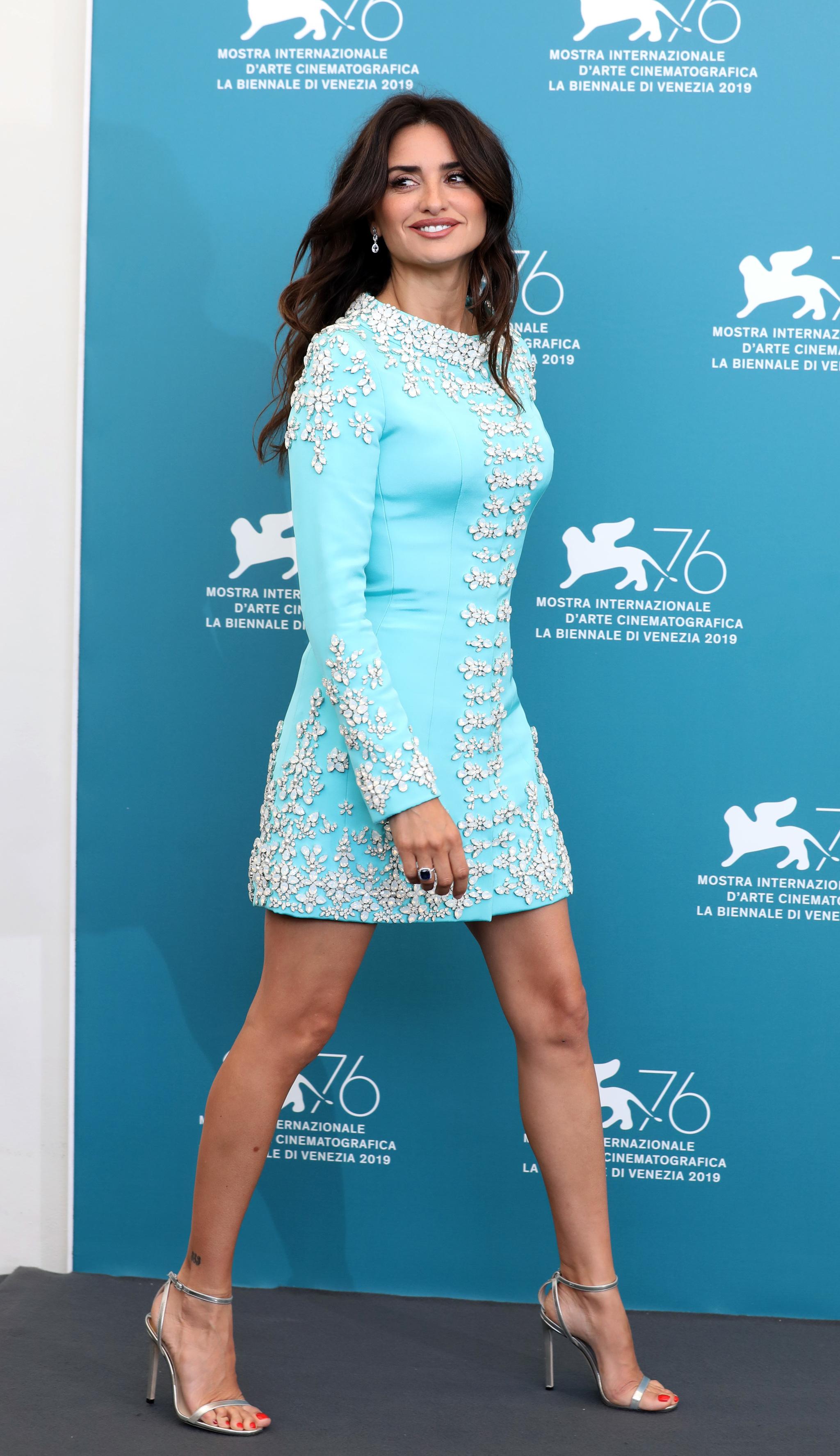 Penélope Cruz con un vestido corto espectacular en su llegada al...