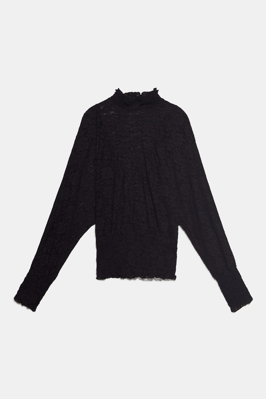 Blusa elástica de encaje y volantes de Zara