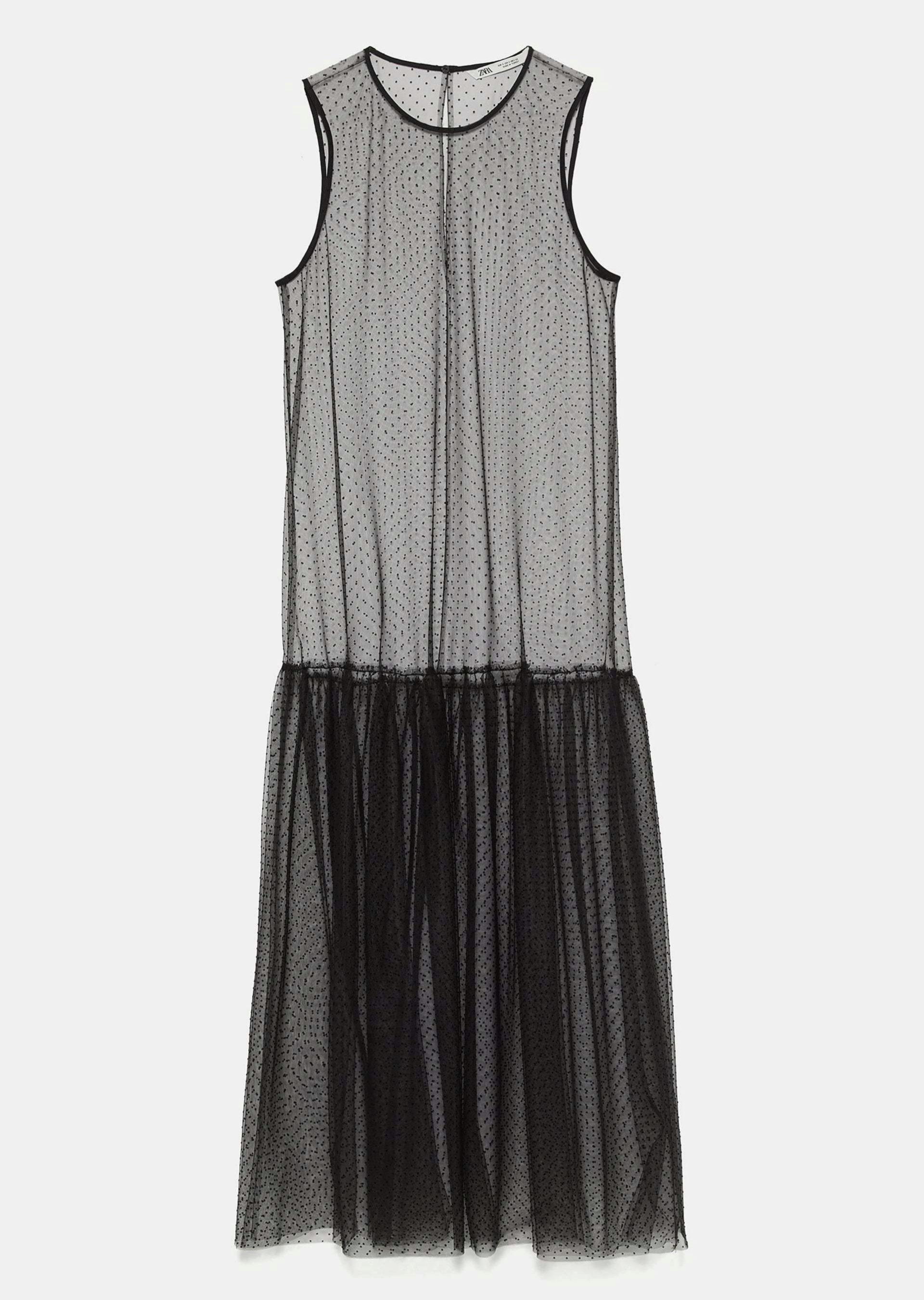 Vestido de plumetti, de Zara (29,95 euros).