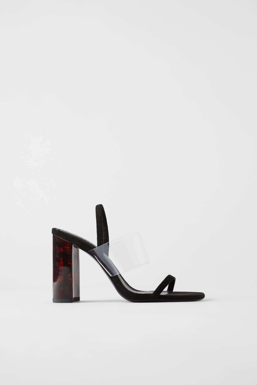 Sandalias con detalles de plástico de Zara