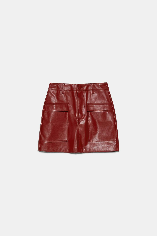 Mini falda de efecto piel de Zara