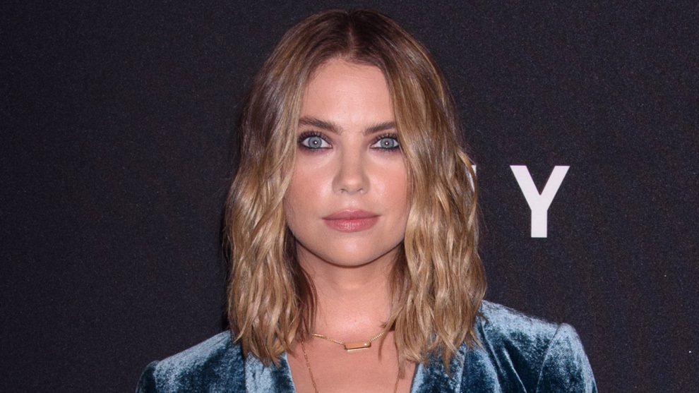 Ashley Benson con su nuevo corte de pelo long bob a la altura de la...