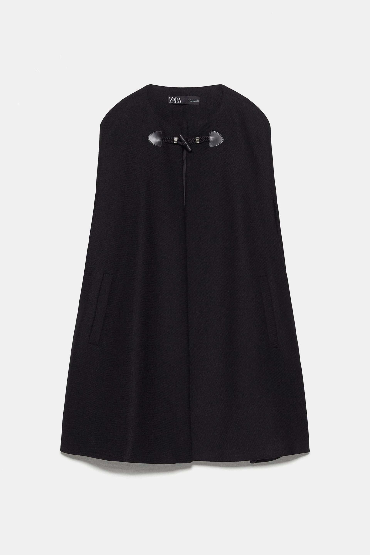 Capa en color negro de Zara