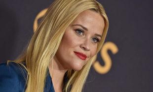 Reese Witherspoon ha dicho adiós al rubio y ahora luce un castaño...