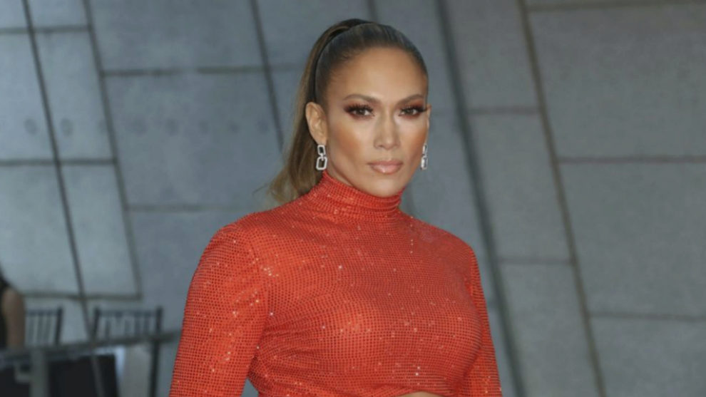 Jennifer Lopez, con una coleta alta pulida para una melena bajo...