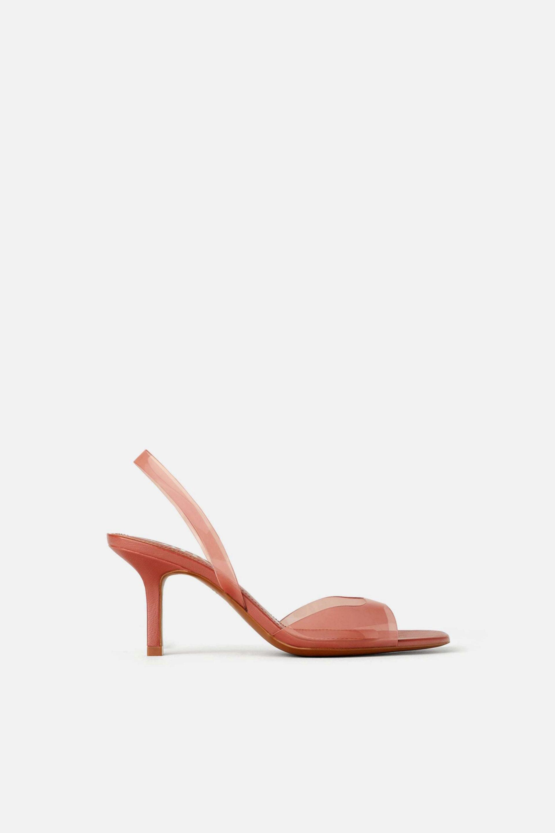 Sandalias de vinilo en color coral de Zara (29,95¤)