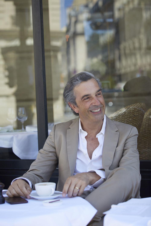 José Manuel Albesa,  en París.