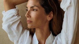 Eugenia Silva vestida de blanco