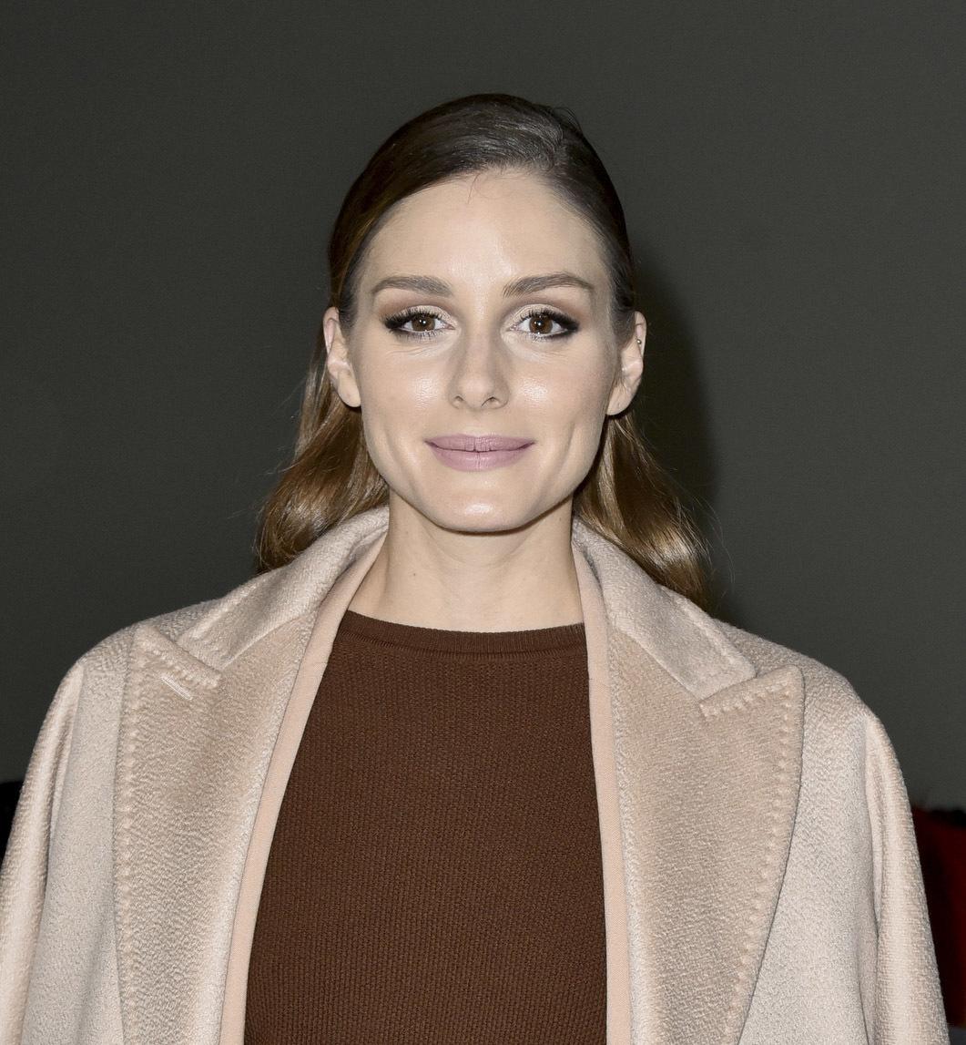 Olivia Palermo con un bonito maquillaje que centra la atención en la...