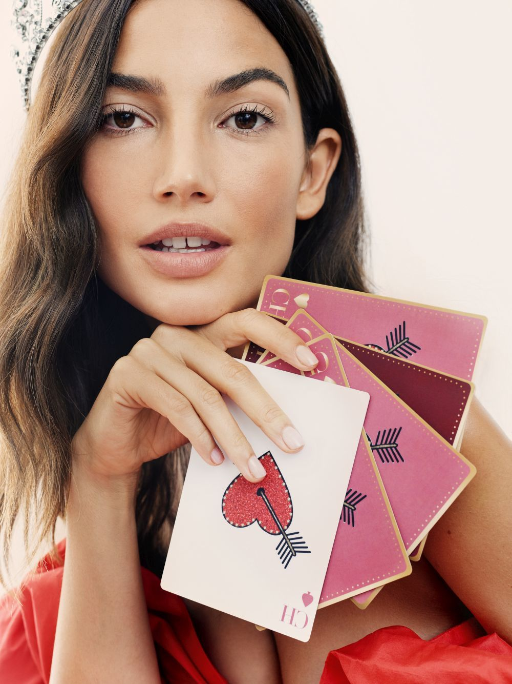 Lily Aldridge en la campaña de la nueva fragancia de la que es imagen: CH Queen.