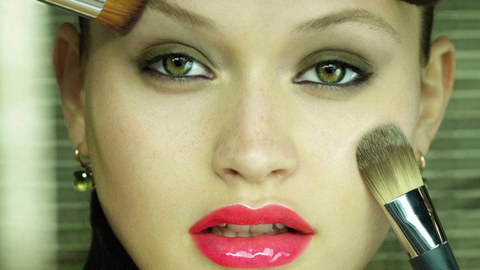 Descubre las brochas de maquillaje que debes tener en tu neceser y...