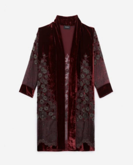 Kimono de terciopelo con bordados florales de The Kooples