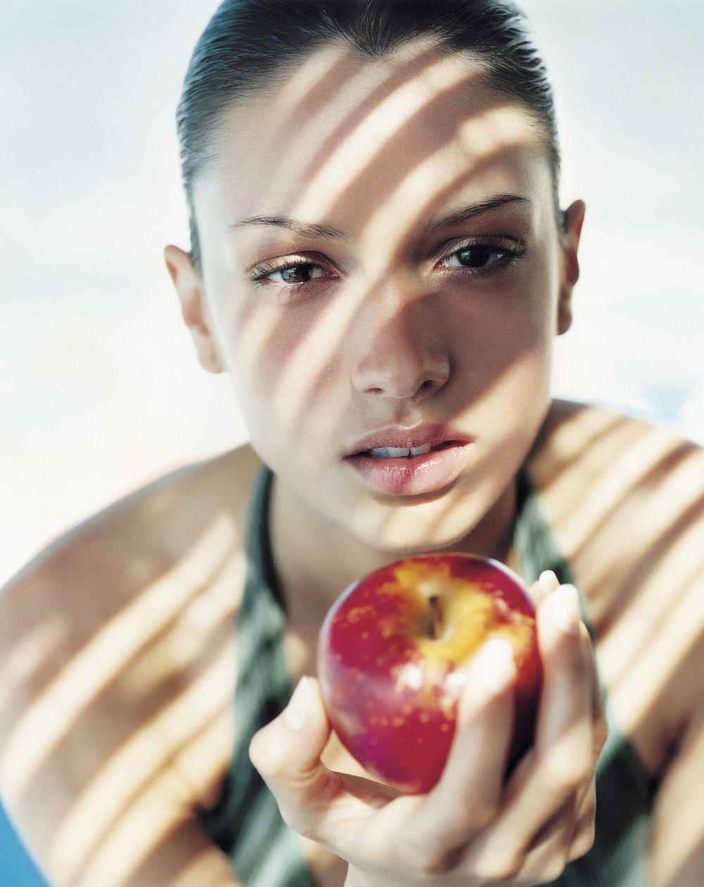 La manzana es una de las mejores frutas para quitarte el apetito entre...