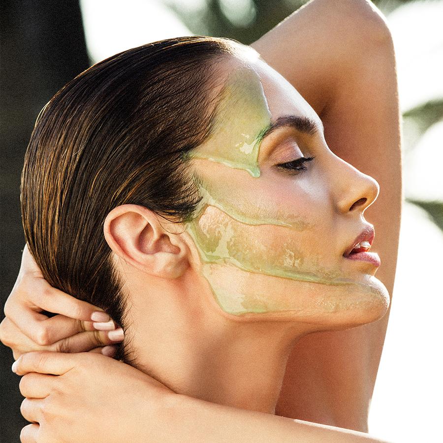 El peeling en polvo calma la piel y reduce el enrojecimiento.