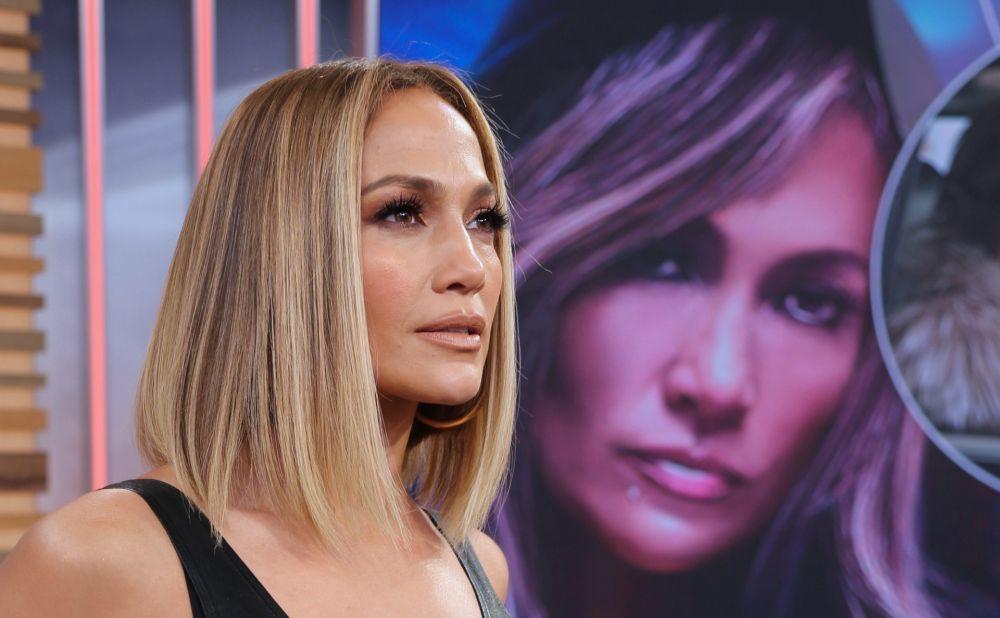 Jennifer Lopez, de pelo castaño se apuntó a esta tendencia con unas...