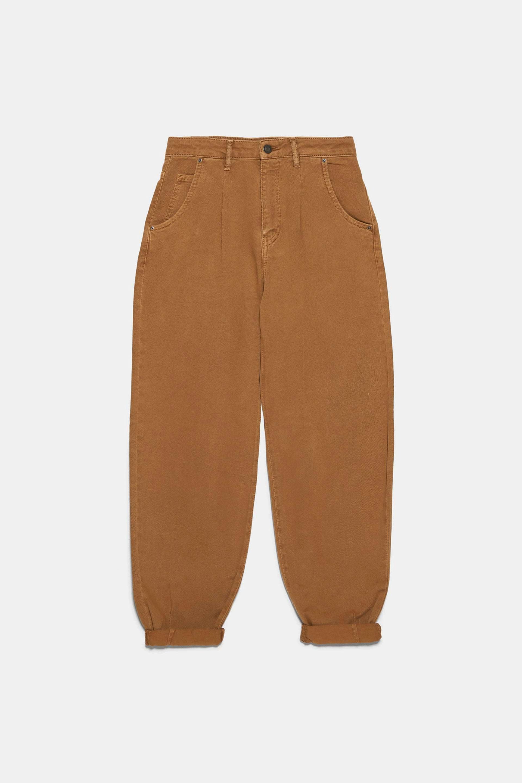 Pantalón 'slouchy' en color café de pinzas de Zara