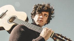 Álvaro Lafuente es el cantautor detrás de Guitarricadelafuente.