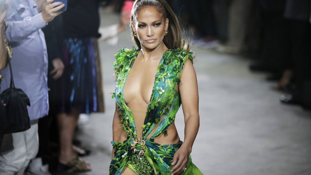 Jennifer Lopez ha desfilado para Versace en Milan Fashion Week