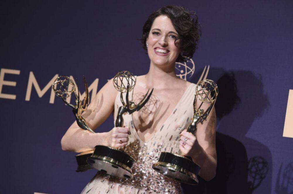Phoebe Waller-Bridge con sus premios Emmy