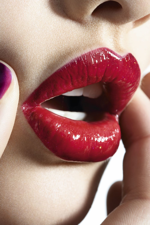 Elige tu pintalabios glossy, mate o glitter en nuestro shopping.