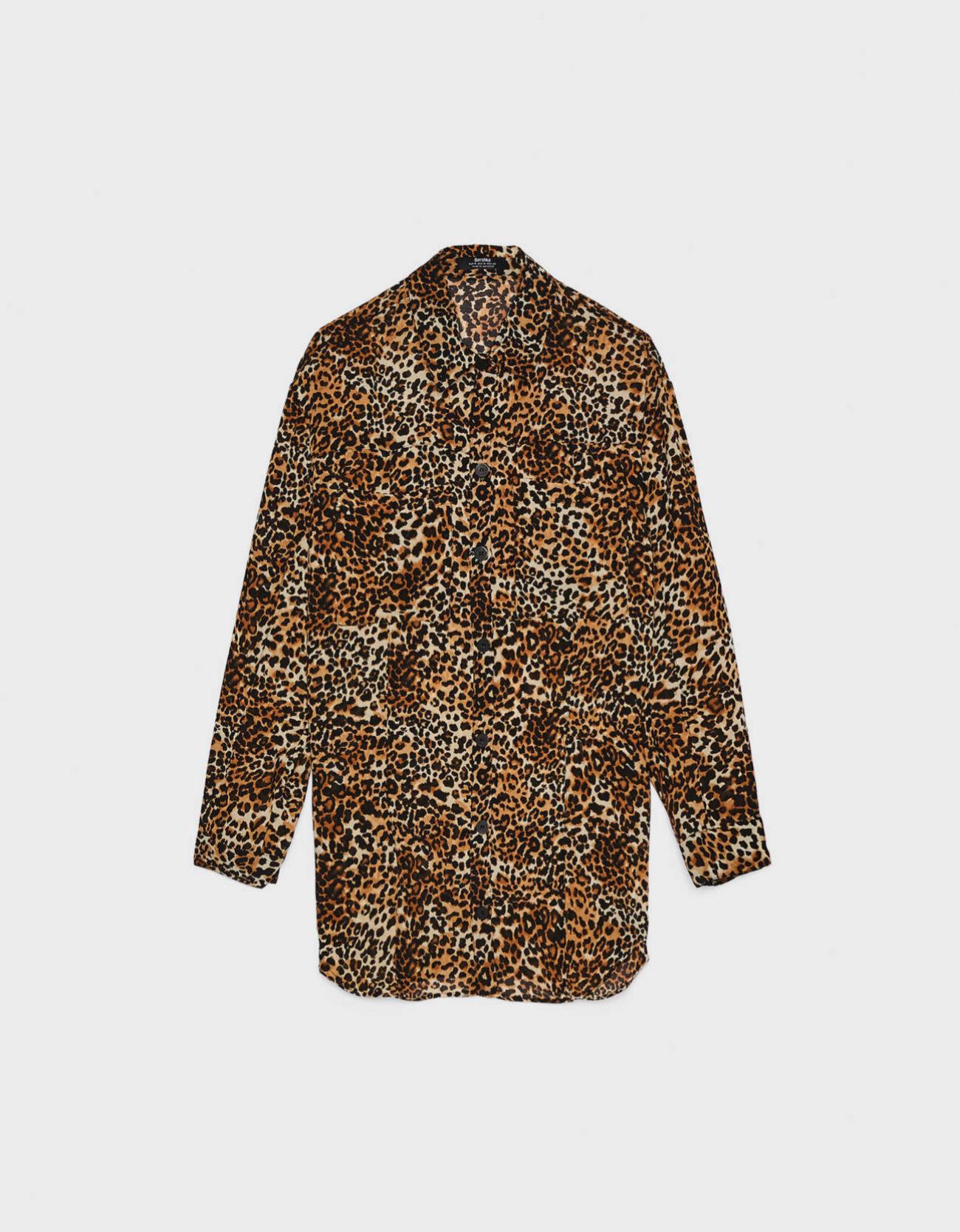 Camisa con estampado de leopardo de Bershka