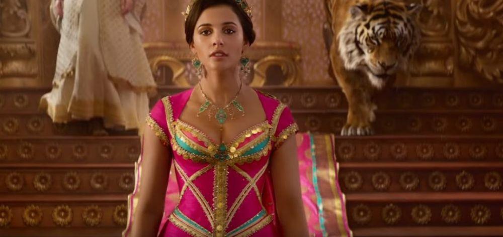 Naomi Scott como Jasmine en la película de Aladdin (2019).