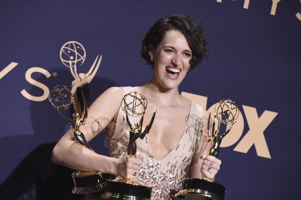 Phoebe Waller-Brigde, creadora y protagonista de <em>Fleabag</em> con los premios Emmy recibidos.