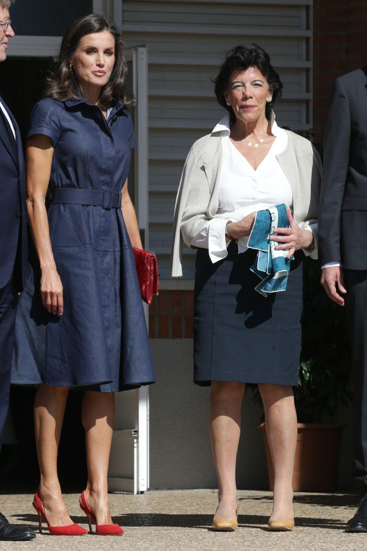 La reina Letizia junto a Isabel Celaá