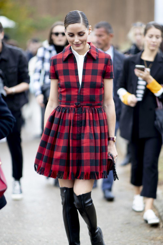 Olivia Palermo llegando al desfile de Dior en París.