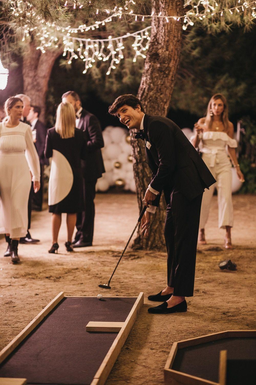 En las pistas del minigolf los invitados podían ganar  joyitas. Lo pasaron en grande jugando.
