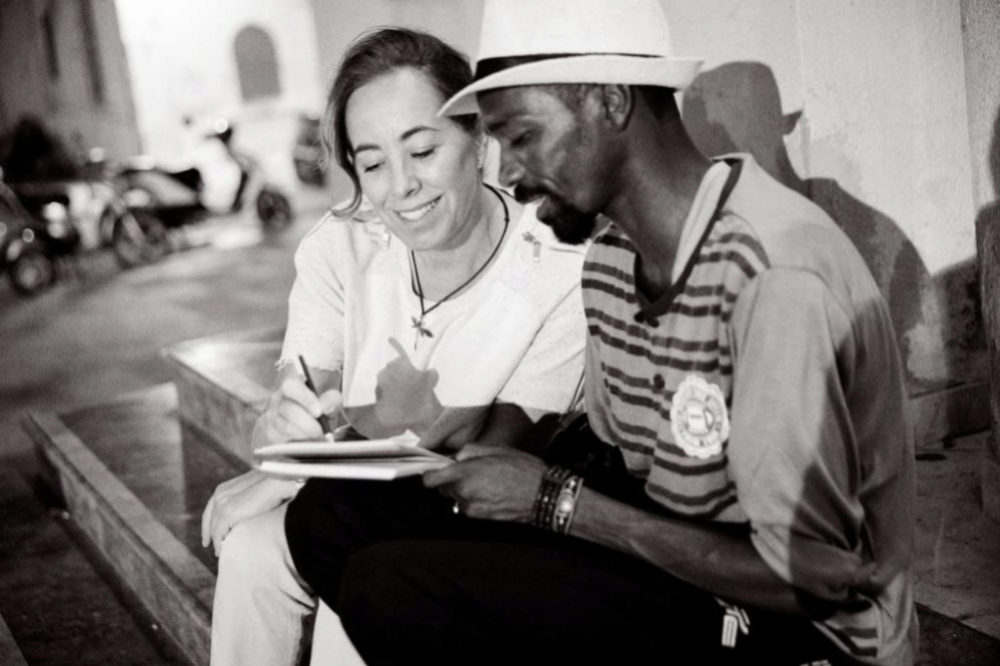 Mohamat, uno de los migrantes rescatados del Open Arms, con Cristina...
